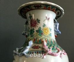 Vase Chinois XIXème époque Qianlong, famille rose. Porcelaine Chine