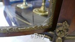 Vitrine Galbée De Style Transition En Acajou Et Bronze, époque Fin XIX ème